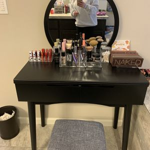 Vanity Table for Sale in Hillsboro, OR