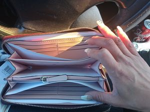 Woman's wallet for Sale in Moreno Valley, CA