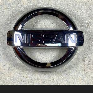 OEM NISSAN FRONT EMBLEM for Sale in Sunnyside, WA