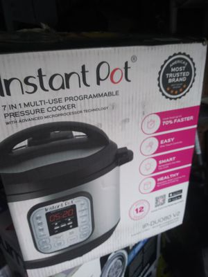 Instant pot pressure cooker 7 in 1 for Sale in Los Angeles, CA