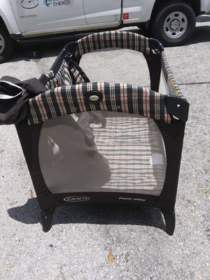 Graco pack and play with insert for infant bassinet for Sale in Pinellas Park, FL