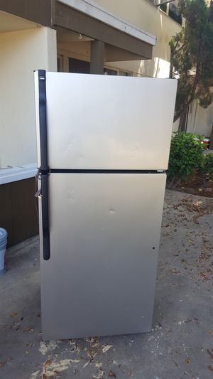 Hotpointe fridge for Sale in Lincoln Acres, CA
