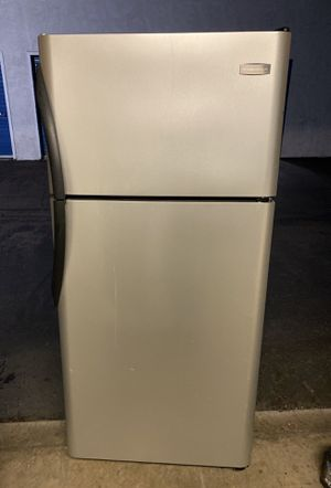 frigidaire refrigerator freezer fridge stainless look (free local delivery! for Sale in San Diego, CA