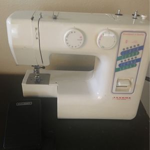 Janome Sewing Machine for Sale in Bonney Lake, WA