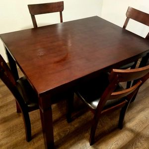 Dinning Room Table And Chairs. for Sale in Clovis, CA