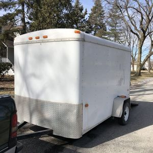 6x10 ENCLOSED TRAILER for Sale in Chicago, IL