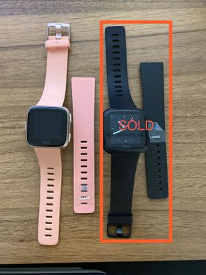 Fitbit Versa Rose Gold for Sale in Katy, TX