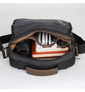 Men's messenger bag for Sale in San Fernando, CA