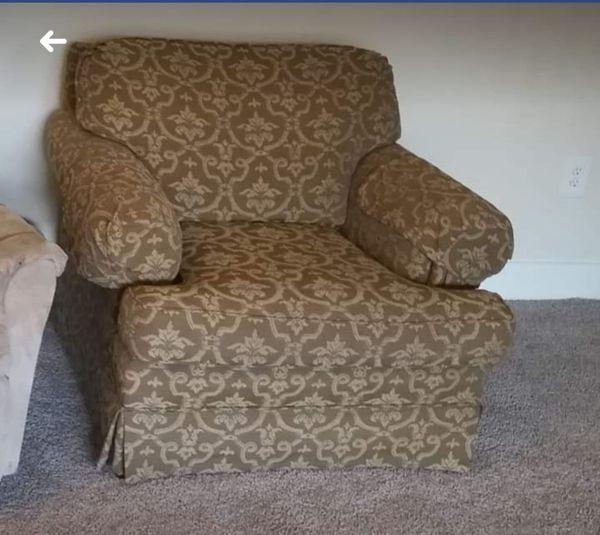 Chair 10.99$ blender 11.99$ small vacuum 11.99$.... 4 plates 4 bowels 4 mugs 11.99 $