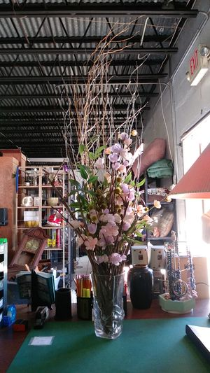 Vase and flowers for Sale in St. Petersburg, FL