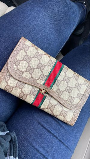 Gucci wallet for Sale in San Lorenzo, CA