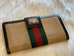 Gucci vintage wallet for Sale in West Richland, WA