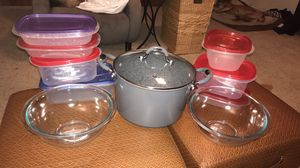 10 qt Masterpan Granite Stone nonstick stock pot, 2 Pyrex bowls and 7 Rubbermaid storage containers for Sale in Austin, TX
