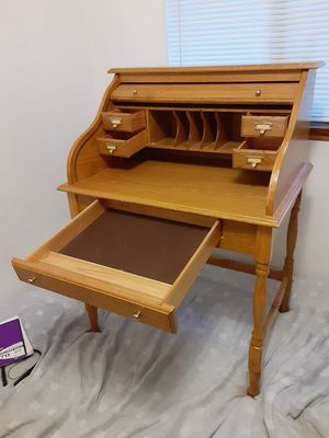 "Beautiful secretary desk 32"" roller curtain for Sale in Tacoma, WA"