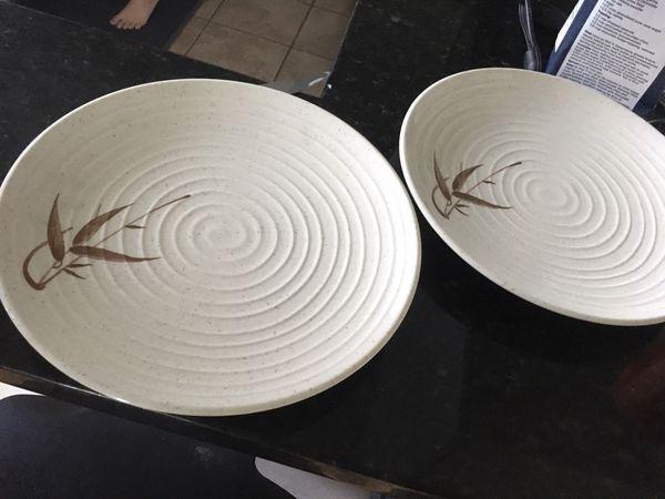FREE - 2 plastic plates
