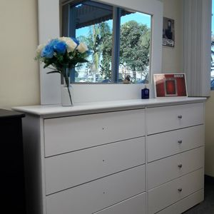 New 8 Drawer Dresser Very spacious and Good Quality for Sale in Long Beach, CA