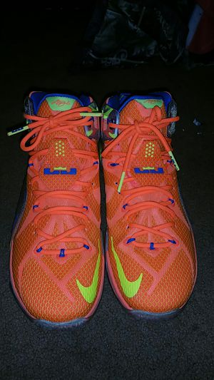 Nike LeBron James in Immaculate condition only worn 2 down sizing my shoe collection size 10.5 for Sale in Durham, NC