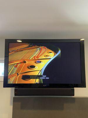 "Pioneer Elite Kuro Signature 60"" Plasma TV and wall mount bracket for Sale in Long Beach, CA"