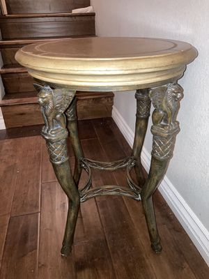 Winged lion end table for Sale in Fullerton, CA