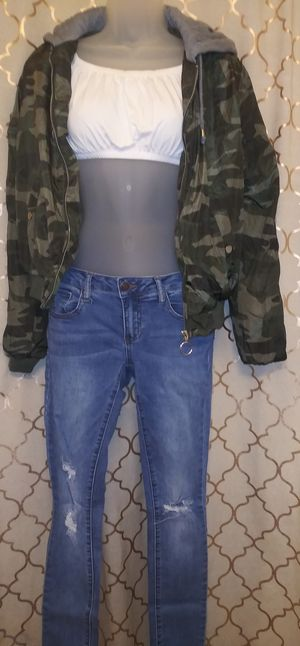 Juniors Super cute Size 0 Outfit for Sale in Franklin, TN