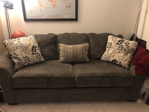 PULL OUT COUCH W/ memory foam mattress for Sale in Philadelphia, PA