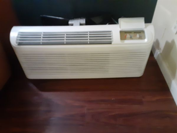 Wall sleeve air conditioner