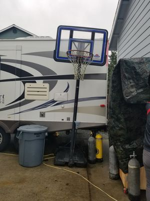 Movable and adjustable height basketball hoop for Sale in Oak Harbor, WA