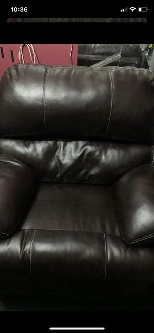 Beautiful brown leather recliner for Sale in Modesto, CA