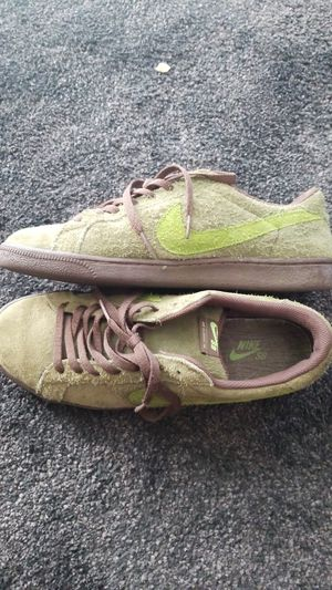Nike classic SB Oscar The Grouch size 11 for Sale in Los Angeles, CA