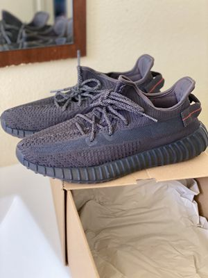 Adidas yeezy boost 350 v2 Black non- reflective size 10 for Sale in Oxnard, CA