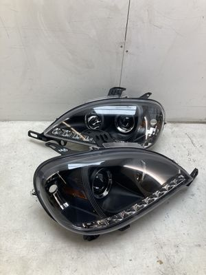 For 1998 1999 2000 2001 Mercedes Benz ml320 ml430 ml halogen led headlights lamps for Sale in Pomona, CA