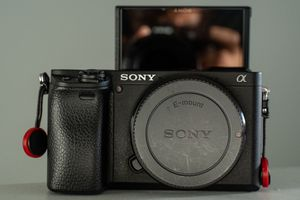 Sony A6400 + 2 extra batteries + Sony battery charger for Sale in San Diego, CA