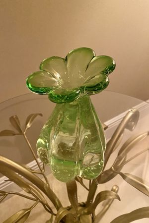 Adorable & unique lime green flower vase! for Sale in Miami, FL