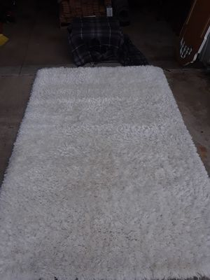 White shag area rug 5x8 for Sale in Washington, IL