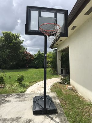 Basketball hoop for Sale in Princeton, FL