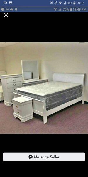 Brand New 5pc. White Queen Bedroom Set for Sale in Austin, TX