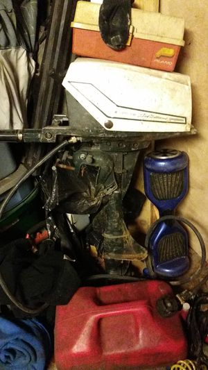 7.5 boat motor runs good comes with gas tank and gas line for Sale in Philadelphia, PA