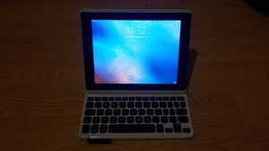 iPad 2 wifi 16, comes with bluetooth keyboard case for Sale in Seattle, WA