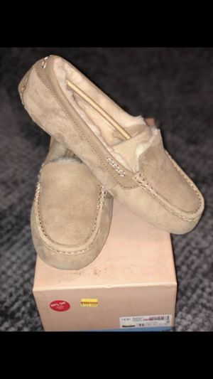 Size 11 in Adult: Brand new Ugg loafers for Sale in Los Angeles, CA