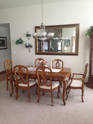 Thomasville Dining room table & 8 chairs for Sale in Plainfield, IL