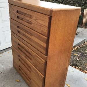 Nice Dresser solid Wood Very Sturdy for Sale in Redwood City, CA