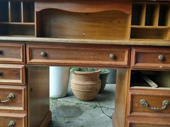 Lg. Roll Top Desk for Sale in Dundee,  OR