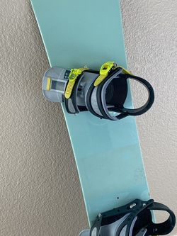 Burton Feather Snowboard 144 (women) for Sale in Boise,  ID