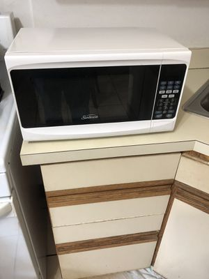 Very good condition microwave for Sale in Watertown, MA