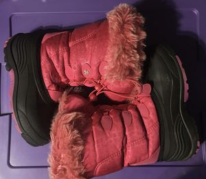 Girls size 4 snow boots for Sale in Spring Grove, PA