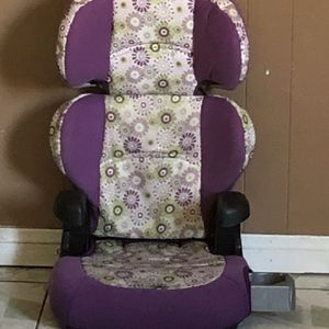 CAR SEAT AND BOOSTER SEAT for Sale in Riverside, CA