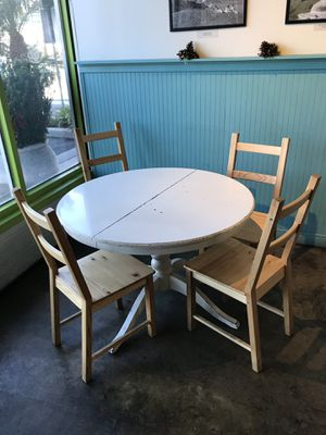 Round wood table with 4 chairs for Sale in San Diego, CA