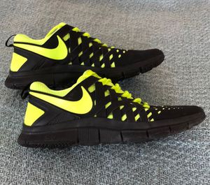 NIKE FreeTrainer 5.0 Sz 9.5 Running Shoes 579809-002 for Sale in Minneapolis, MN