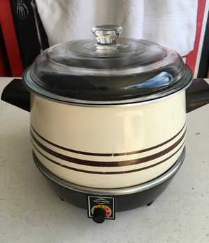 West Bend crock pot for Sale in Garden Grove, CA