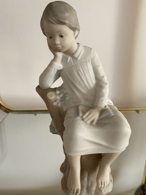 Lladro Figurine of Girl Resting in Tree with Book for Sale in Rockville, MD